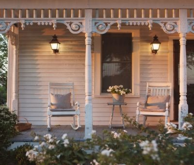 6 Unique Outdoor Lighting Tips for Summer Living